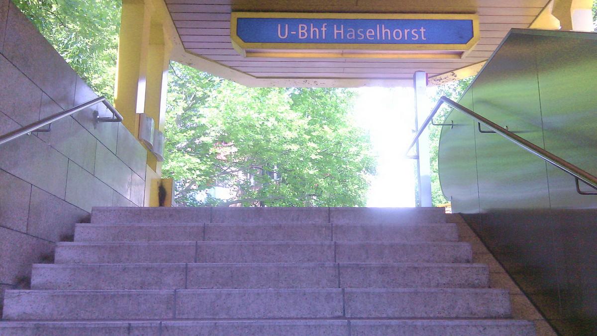 U-Bahnhof Haselhorst Treppe (1)
