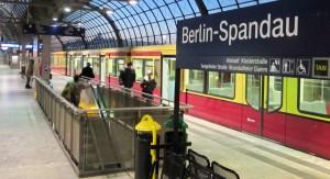 Bahnhof Spandau S-Bahn bei Nacht