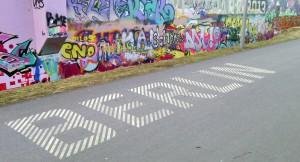 Berlin-Schriftzug vor Graffiti