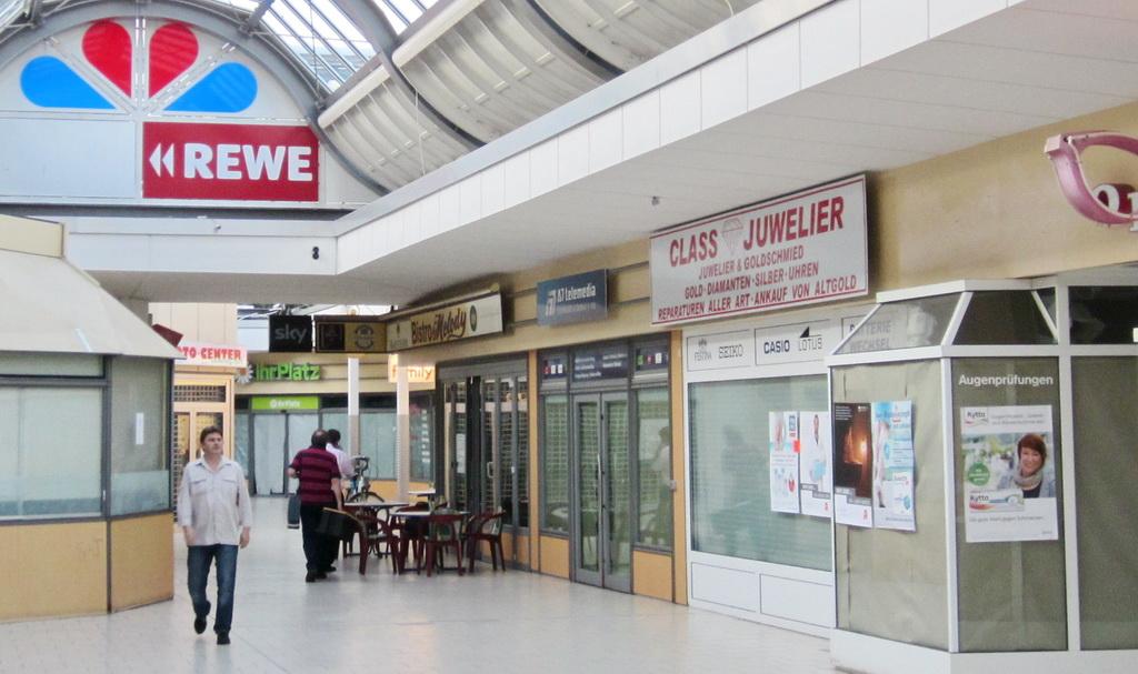 Kaufmitte Siemensstadt leere Laeden