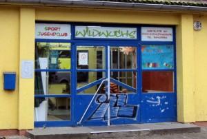 Spenden-Uebergabe an Wildwuchs Eingang 12-2015