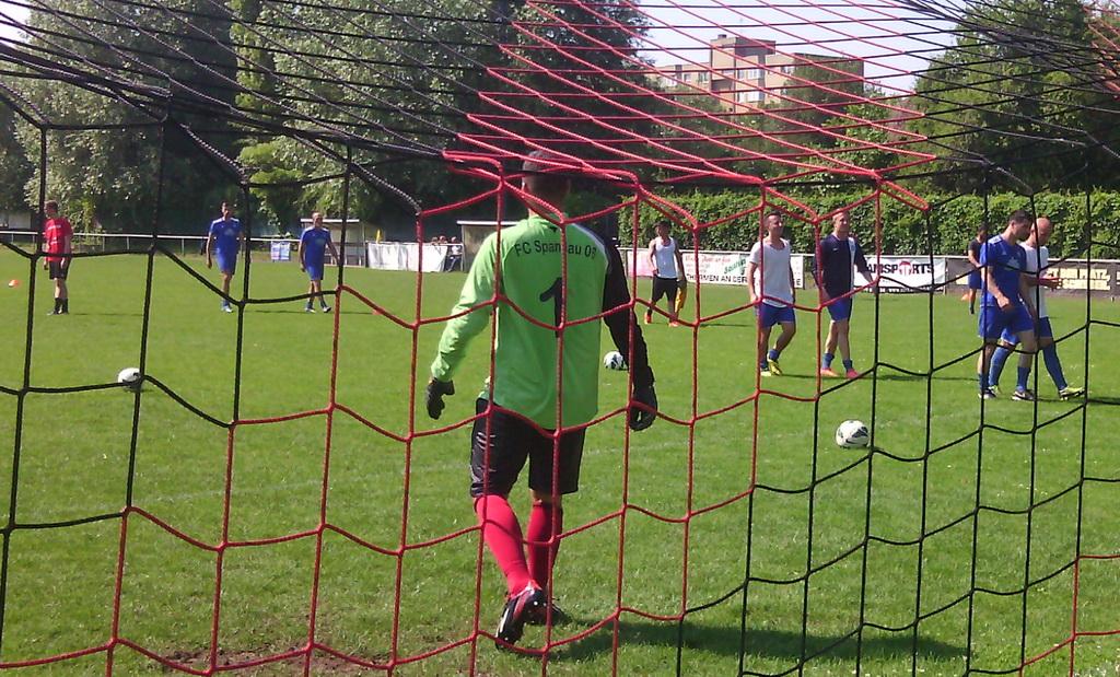 Ballspende an FC Spandau 06 Buchholz no5